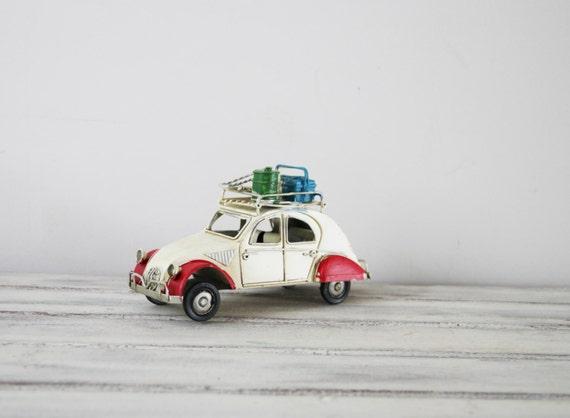 deux chevaux miniature de voiture vintage fran ais 2cv. Black Bedroom Furniture Sets. Home Design Ideas
