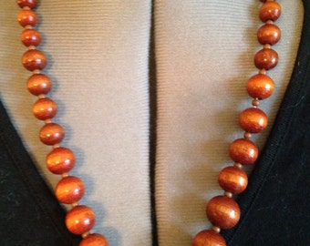 WOODEN BEAD NECKLACE Vintage