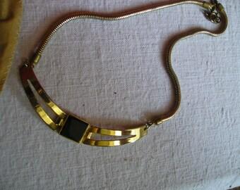Collier Balenciaga plaqué or et onyx - vintage