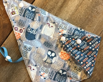 reversible and waterproof bandana bib, blue owls