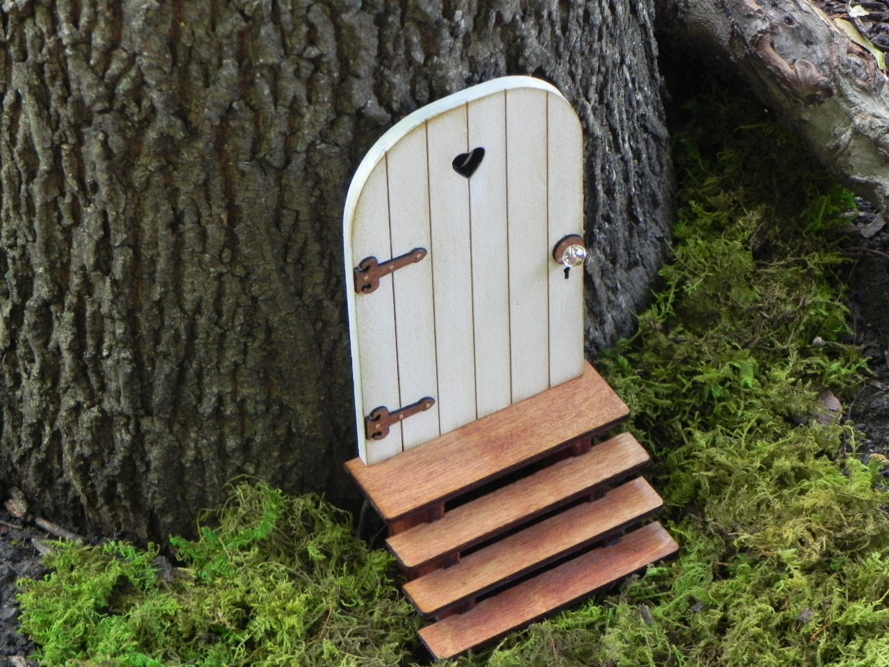Fairy door with key fairy garden miniature accessories hand for Outdoor fairy door