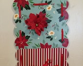 Tiny Scalloped Christmas Metal Hanging Photo Board
