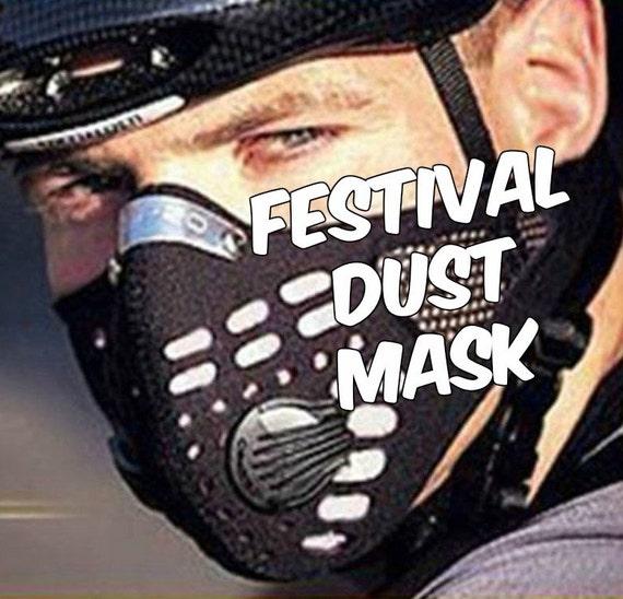 Las máscaras para la persona con la gelatina y el carbón activo y la aspirina