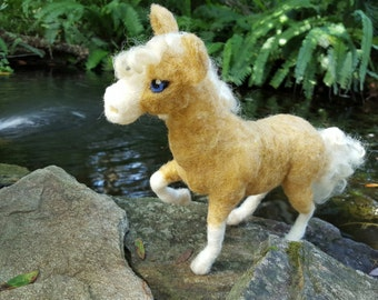 Needle Felted Palomino Horse, Poseable Soft Sculpture of Pony, Wool Horse, Gift for Horse Lover