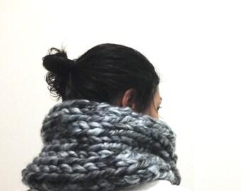 Chunky Scarf, Knit Cowl Handmade, Neckwarmer seamless, Knitted scarf, Big yarn scarf