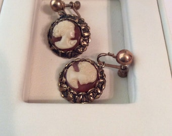 Antique cameo screw on earrings 3/4 in