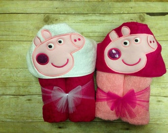 Pink Pig Hooded Towel/ Pig Hooded Towel/ Personalized Pig Towel/ Child's Hooded Towel/ Kid's Hooded Towel/ Free Personalization