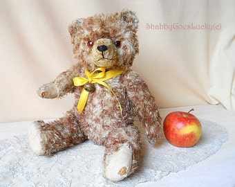 German vintage teddy bear, made of tipped mohair, firmly stuffed, well loved 1950s bear made by Hermann Teddy with growler + glass eyes