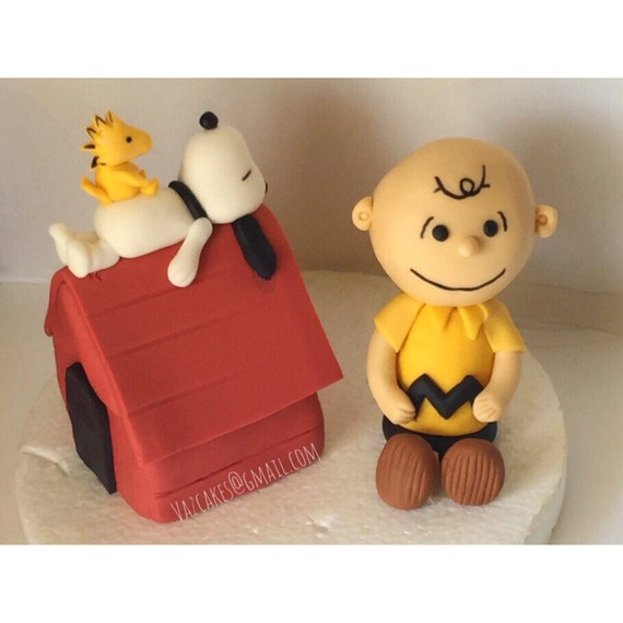 charlie brown wedding cake topper items similar to brown amp snoopy inspired cake 12505