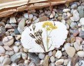 Real flower necklace,girlfriend gift,Gift for mom,Dried pressed preserved flowers,Flower resin pendant,Nature,Floral necklace,Ceramic