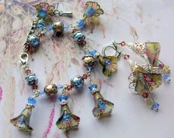 Vintage Style Lucite Flower Bracelet, 'Bloomsbury' Bracelet,  Hand Painted Bracelet, Boho Bracelet, Flower Dangle Bracelet