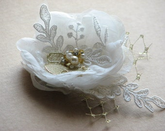 Wedding hair flower Ivory hair flower Ivory gold hair flower Ivory wedding flower Ivory gold headpiece Wedding hair piece Gold lace flower