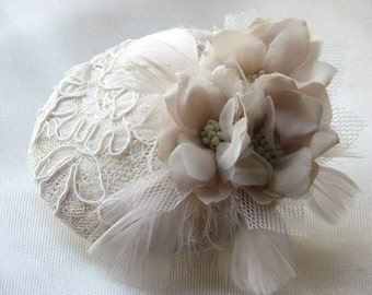 Wedding fascinator Ivory fasciantor Bridal fascinator Cream fascinator Champagne fasciantor Ivory flower Lace fasciantor Feathers fasciantor