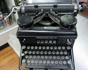 Royal Typewriter working 1935