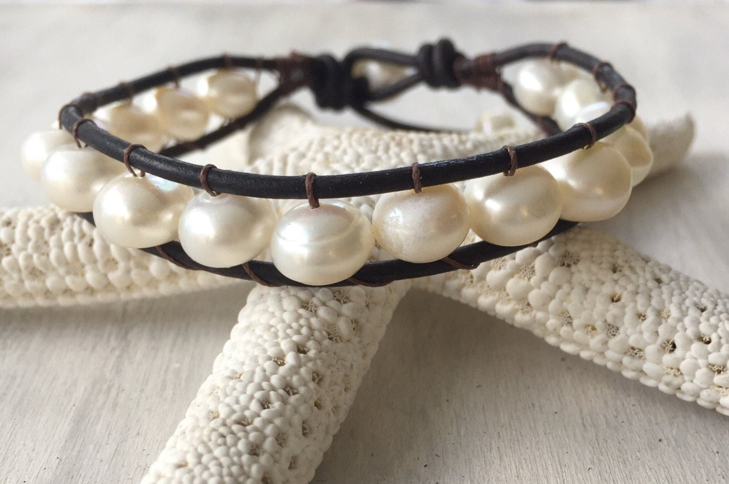 leather pearl bracelet leather pearl jewelry pearls and. Black Bedroom Furniture Sets. Home Design Ideas