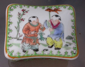 19th antique  porcelain box  mack up box hand painted figurine boy children  playing flower bird china chine porcelaine chinois ceramic