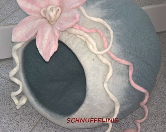 Cat cave, Cat Bed, hand felted wool cave out of 100% merino wool, Kitty felted cat cave Cave / Bed / READY to Ship