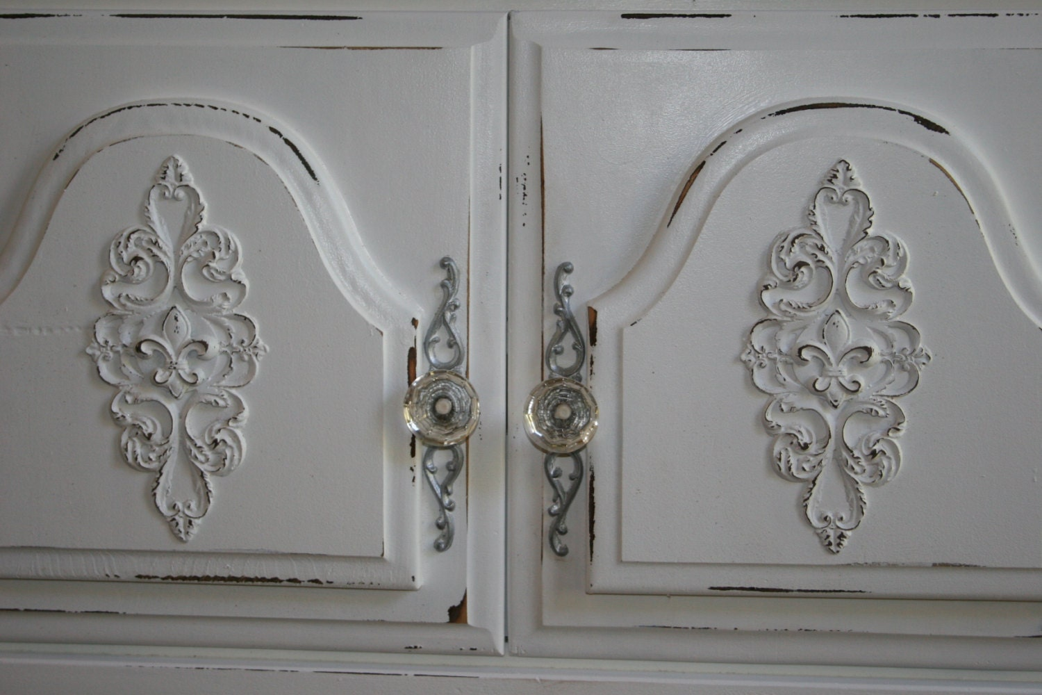 diy shabby chic appliques architectural mouldings furniture. Black Bedroom Furniture Sets. Home Design Ideas