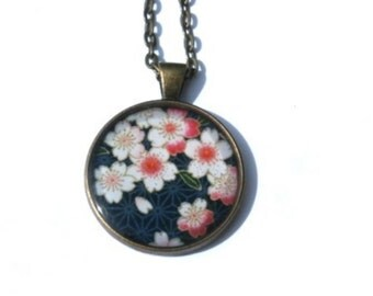 Cherry Blossom Necklace, Sakura Necklace, Sakura jewelry, Flower Necklace, Floral Necklace, White Flowers, Picture Necklace, Japan