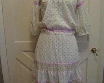 1970s-80s Womens Cotton Blend White/Lilac 2 Piece Boho/Prairie Skirt, Blouse/Off Shoulders Peasant Dress/ Calico Dress Size Small/ Hippie
