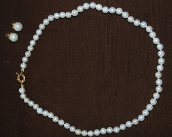 Set of Pearl earrings with matching necklace