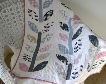 Baby quilt, modern quilt, cot patchwork quilt, modern flower quilt, baby flower crib quilt, quilted playmat, modern patchwork baby quilt