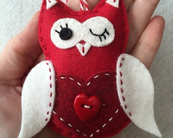 Felt Valentine Owl Ornament / Gift Tag / Note Holder - Valentine Owl with Heart