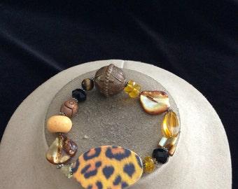 Vintage Brown Yellow Glass Shell/Beaded Bracelet