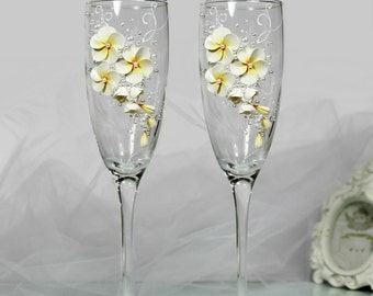 Plumeria Wedding Champagne Glasses-Yellow&White toasting flutes-Hawaiian Hula Wedding-Frangipani Wedding favor-Beach Wedding-Wedding gift