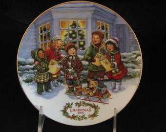 Vintage Avon Christmas porcelain plate 1991 Perfect Harmony