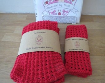 Ladies chunky knit scarf with matching wrist warmers
