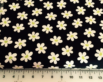 SALE  Daisy Fabric  sold by the yard 100% cotton fabric BRAND NEW on bolt