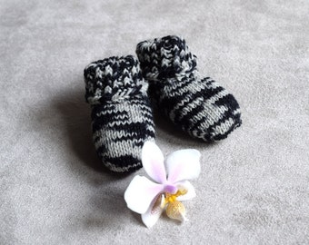 Baby socks, zebra striped baby socks, stay-on socks, black and white, thin wool baby booties, handknit, newborn size, Ready to ship