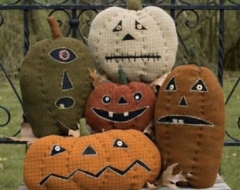 Pattern: Pumpkin Farm Stuffed Pumpkins by Threads That Bind