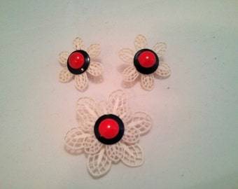 Vintage Collection - 60's Plastic White, Blue and Red Flowers Set of Clip earrings and Brooch