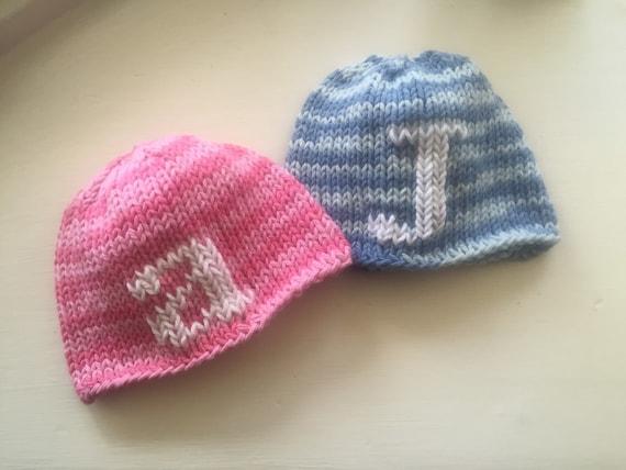 Hand-knit Infant letter hat in 100% cotton - Blue