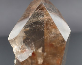 Quartz polished stone with Rutile inclusions from Brazil - 95gm / 60mm x 37mm x 30mm (F20424)