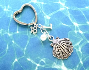 18th birthday keyring - Clam shell keychain - Personalised 18th keychain - Shell keyring - 18th gift - Initial keyring - Gift for girls - UK