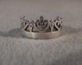 Vintage Sterling Silver Fancy Scrolled Crown Design Wedding Band Ring, Size 8 **RL