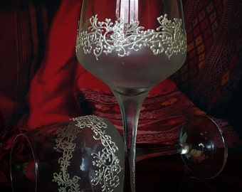 Set of 2 hand painted wine glasses Lace of clovers in white