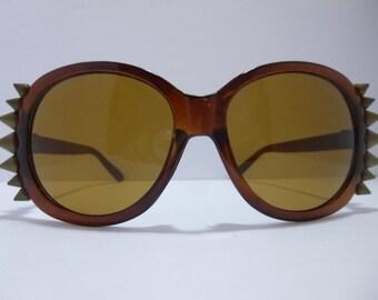 SNS-037 ~ Brown Sunnies w/ Bronze Spikes