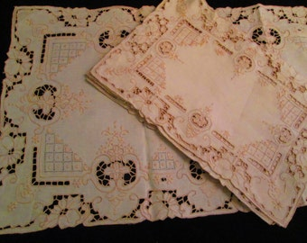 8 Lovely Place mats with Matching Table Runner