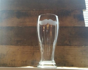 Mustache pint glass / Mustache etched beer glass / Father's day gift / Dad gift / beer cup / beer glass / dad cup