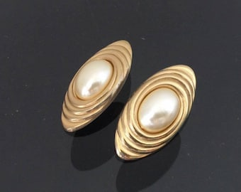 Vintage Jewelry Gold Tone Faux Pearl Clip on Earrings