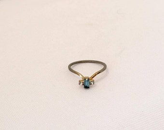 Vintage Jewelry Blue & White Rhinestone Ring Size 6