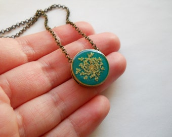 Resin pendant, resin jewelry, antique brass chain necklace, tiny pendant, dainty pendant, green pendant, queen anns lace pressed flowers