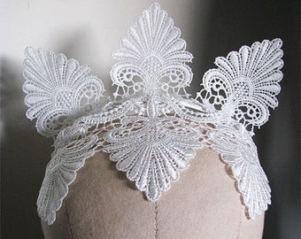 White Lace Crown 1920s Gatsby inspired Flapper Fascinator Burlesque Headpiece Bridal Tiara Wedding Headband Horseracing Races One Size