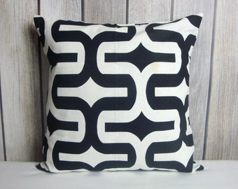 Black White Pillow. Geometric Pillow. Decorative Pillow. Black Pillow. Pillow Cover. White Pillow