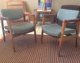 Captivating Vintage Mid Century Danish Modern Pair Of Two Captainu0027s Chairs Chair By  Gunlocke