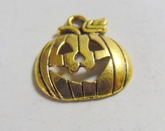 10 pc. gold plate  Jolly pumpkin, Jack o lantern charms.  Jewelry making 18 x 5 x 16mm